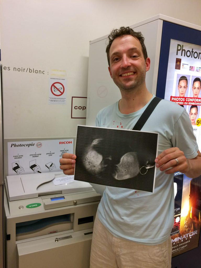 Xerox selfies on honeymoon in Avignon, France