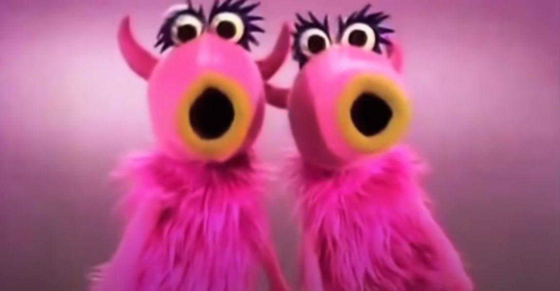 """""""Mah Na Mah Na"""" pair of pink Muppets singing in 1969"""